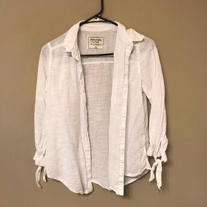 ABERCROMBIE & FITCH WHITE FLOWY BUTTON DOWN